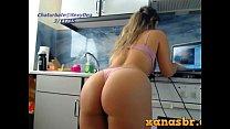 Novinha gostosa rebolando e mostrando sua bundona webcam