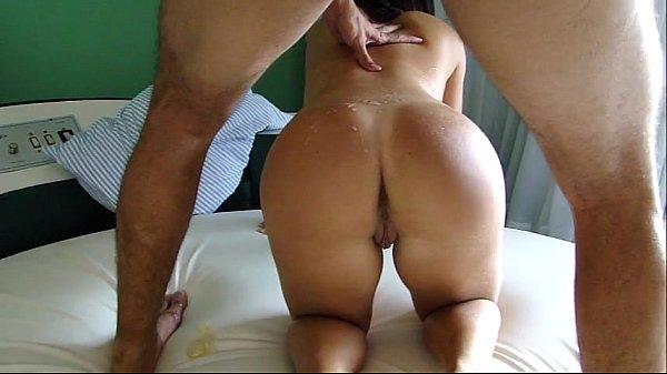 Esposa safadinha fodendo e gemendo com rola do amante em casa