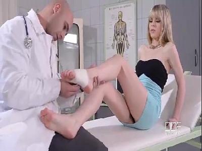 Doutor tarado gozando na boceta da paciente gostosa