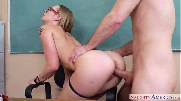 Professora tarada trepando com seu aluno sarado