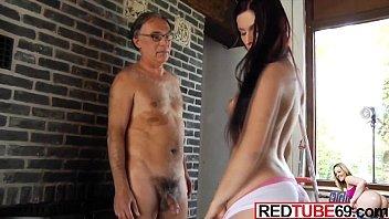 Filme porno grátis de pai fazendo sexo brutal com a filha com estupro violento caseiro