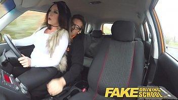 Linda mulheres peladas fode com seu instrutor de transito