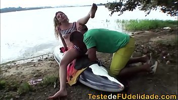 Loira linda em filmes porno com um moreno
