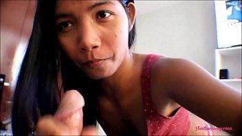 Novinha adora pagar boquete na piroca do seu comedor