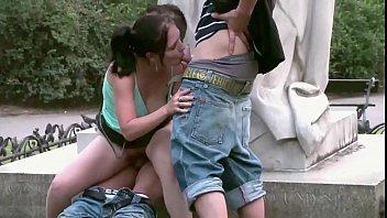 Suruba vídeo porno no meio do parque