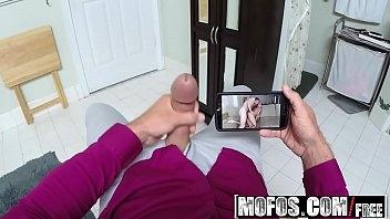Baixa video porno com safada novinha dando para o colega