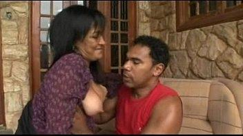 Morena em porno coroa dando a toba