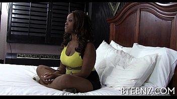 Negra bem quente toma pica no filme de sexo