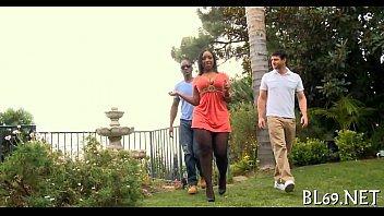 Novinha negra no filme de sexo dando para dois