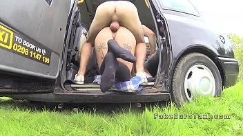 Ver porno com safada novinha dando na traseira da van