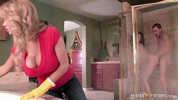 Duas mulheres no banho com um macho na cameraprive