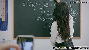Professora safada em sexo gostozo dando para o aluno