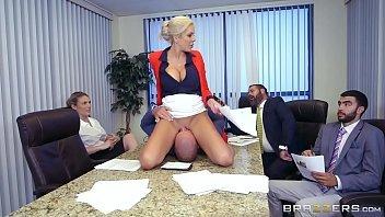 Camerahot com loira fodendo no escritório