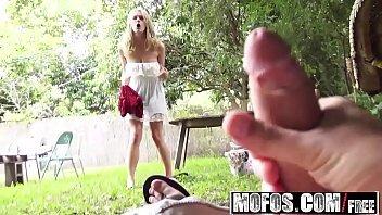 Filmes porno online de loira bem exitada no jardim dando a buceta