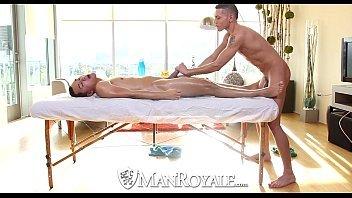 Garoto esperto mete com o massagista