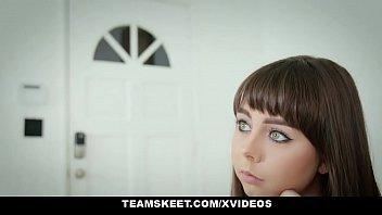Xporno com uma jovem dos olhos lindos na transa levando rola