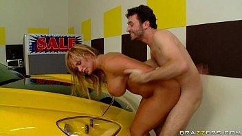 Xvideos de sexo com mulher dando para o dono do camaro