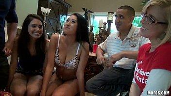 Xxx porno orgia com as amigas da faculdade