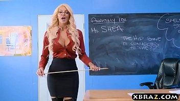 Professora safada transa com o aluno levado