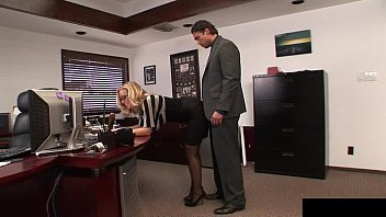 Sexo com secretaria loira bem linda e vagabunda