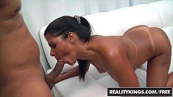 Casada da marquinha de biquíni fazendo porno