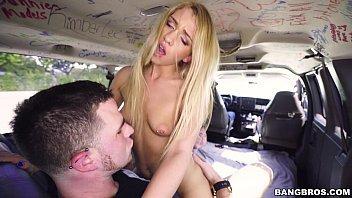 Sexo amador brasil loirinha dando dentro do van