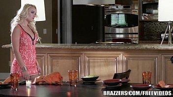 Sexo na cozinha com a loira mega gostosa