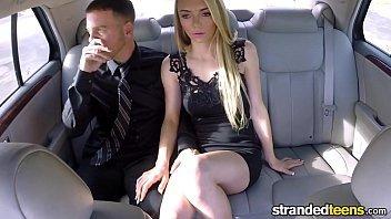 Sexo no carro com moça loirinha dando bem gostoso