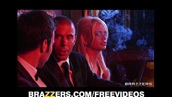 Clube das novinhas com rico safado metendo na stripper