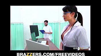 Porno a três mulheres safadas dando para o medico