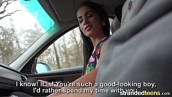 Sexo no carro com a novinha tesuda dando com tudo