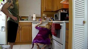 Mamae gostosa safada dando para o seu filho