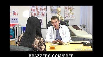 Sexo com ginecologista safada dando nua