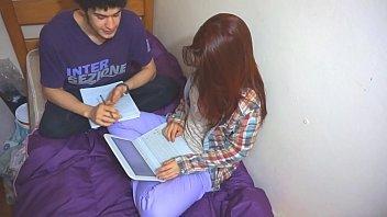 Estudante ninfeta fodendo com o seu amigo