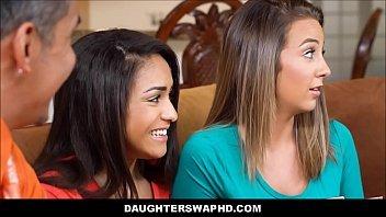 Metendo nas duas filhas gostosas