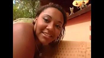 Rabuda brasileira de quatro leva pirocada na sua xoxota