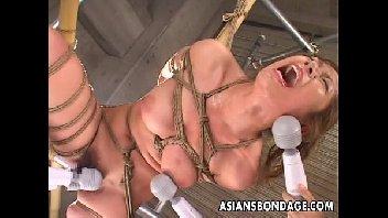 Porno brutal japonesa só tomando pirocada