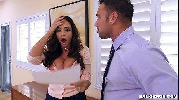 Secretaria tetuda afim de dar metendo com o seu chefe