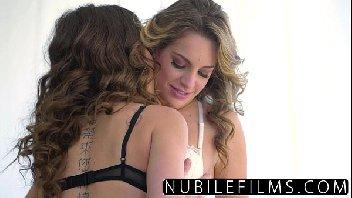 Amigas lésbicas fazendo um amor gostoso