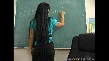 Porno vídeo sexo professora gostosona enfrentando a rola do novinho safado