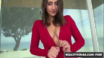 Sexo doido mulher dos seios grandes fodendo de jeito
