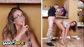 Comendo a namorada do papai