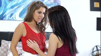 Moças lésbicas safadas gozando uma com a outra