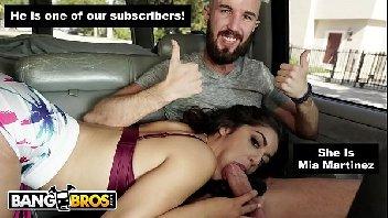 Porno legal safada chupando o malandro dentro do carro