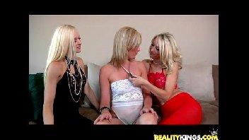 Trio de lésbicas safadas gozando excitadamente