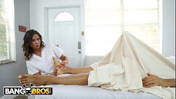 Mulher sendo penetrada com imenso prazer