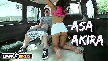 Asa akira gostosinha dando dentro da van