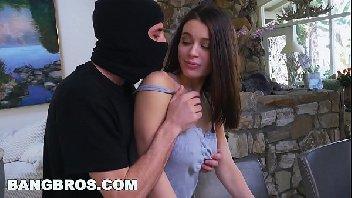 Novinha foi surpreendida pelo bandido safado
