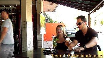 Loirona no bar transando com o marmanjo fodedor