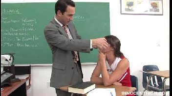 Líder de torcida safada fodendo dentro de sala com o seu professor